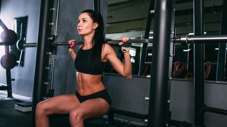 woman doing smith machine squat