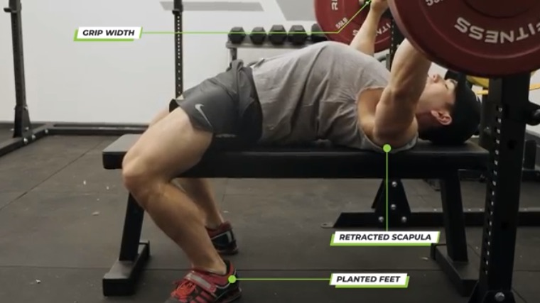 Setting the back for bench pressing